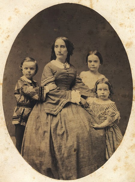 Image of Margaret Swan with her children