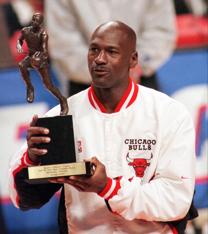michael jordan the best basketball player Michael jeffrey jordan was  known as the world's greatest clutch player in basketball for his  larry bird claimed that jordan was god disguised as michael jordan.