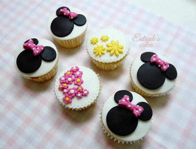 cupcakes de Minnie Mouse decorados con fondant - 4