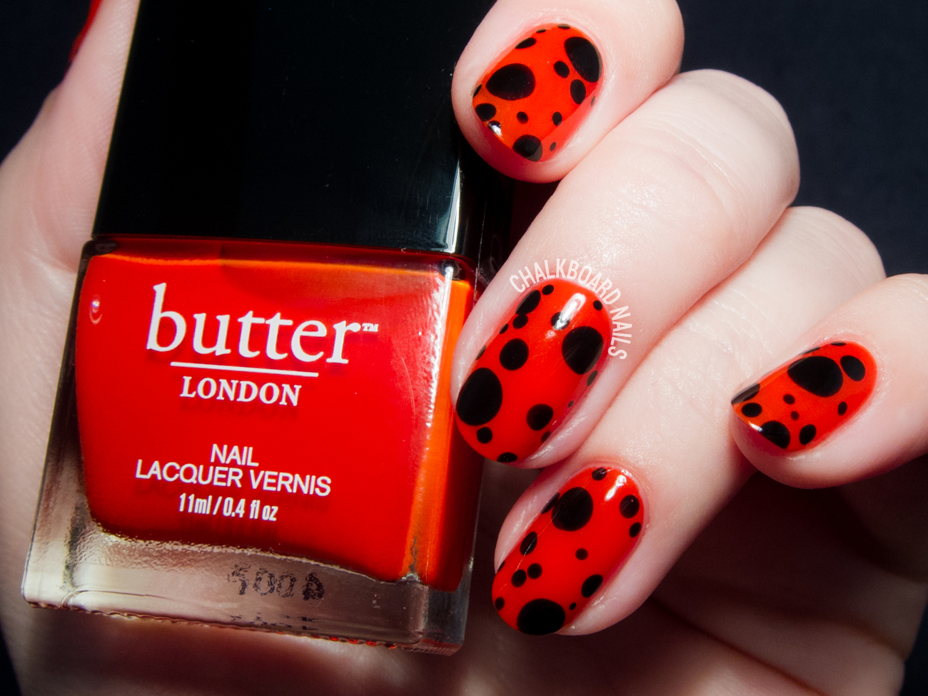 Easy ladybird inspired nail art by @chalkboardnails