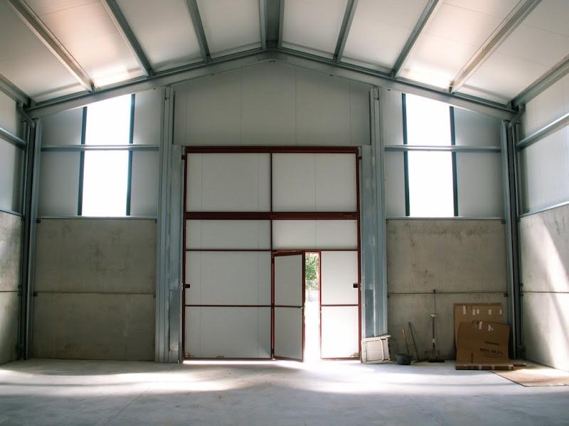 Cobertizo para almacenamiento de aperos desde 100 m2 for Cobertizos prefabricados metalicos