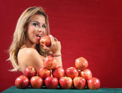 Você come maçã do jeito errado!