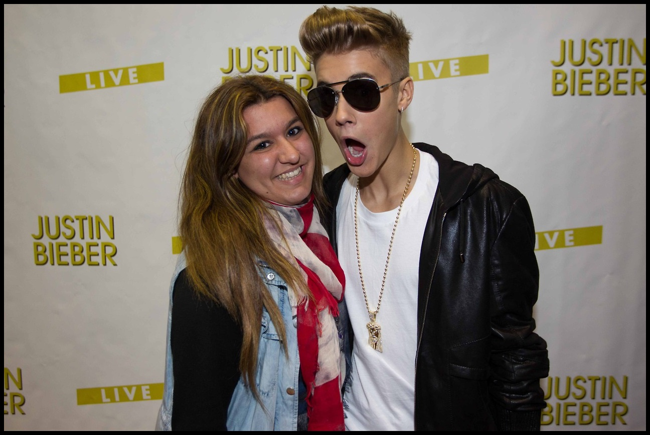 I am fake beliebers justin bieber from barcelona meet greet justin bieber from barcelona meet greet kristyandbryce Image collections