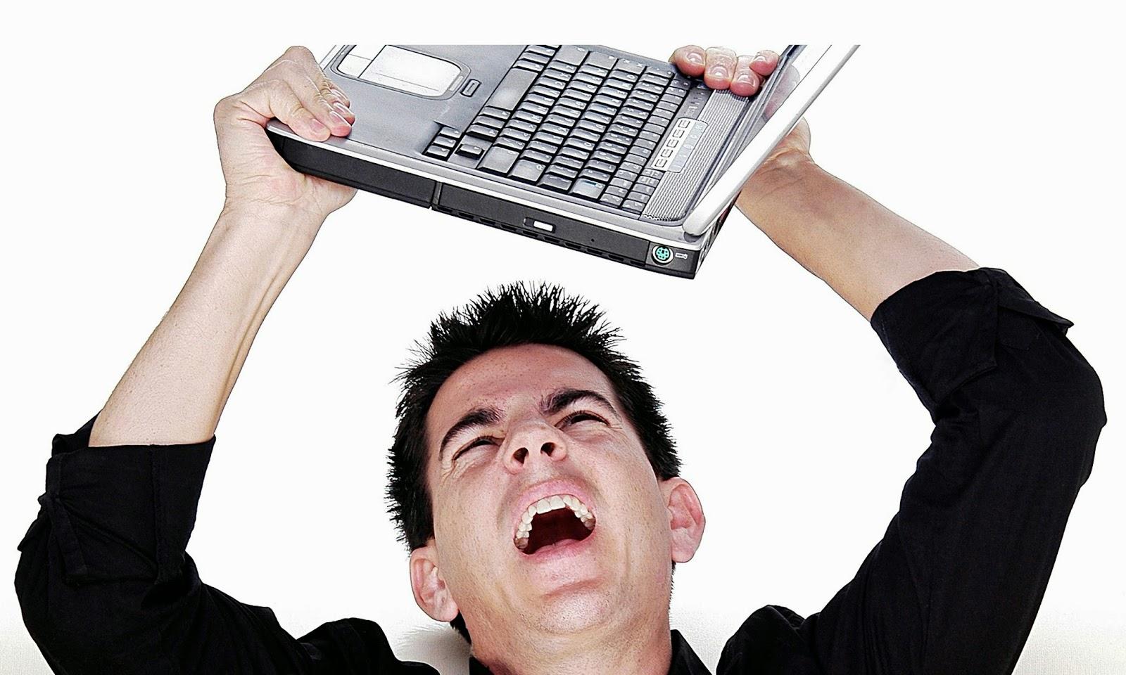 Orang-Stres-Melempar-Laptop