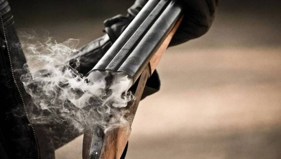 Άνδρας απειλεί να αυτοκτονήσει με καραμπίνα στην Πάτρα – Του έκοψαν τα ασφαλιστικά δικαιώματα!
