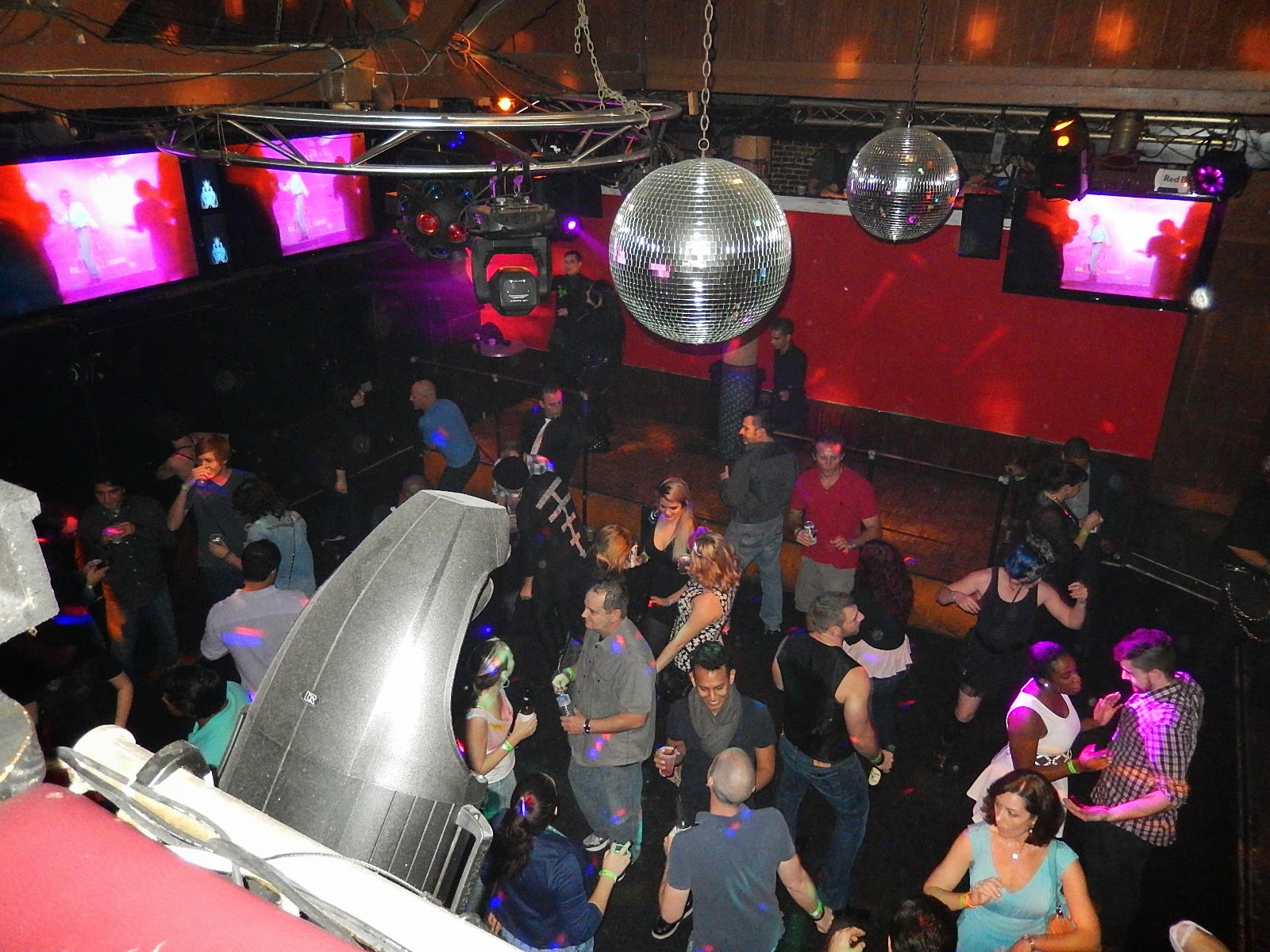 Save pleasure island club reports independent bar for Sandwiches on the dance floor
