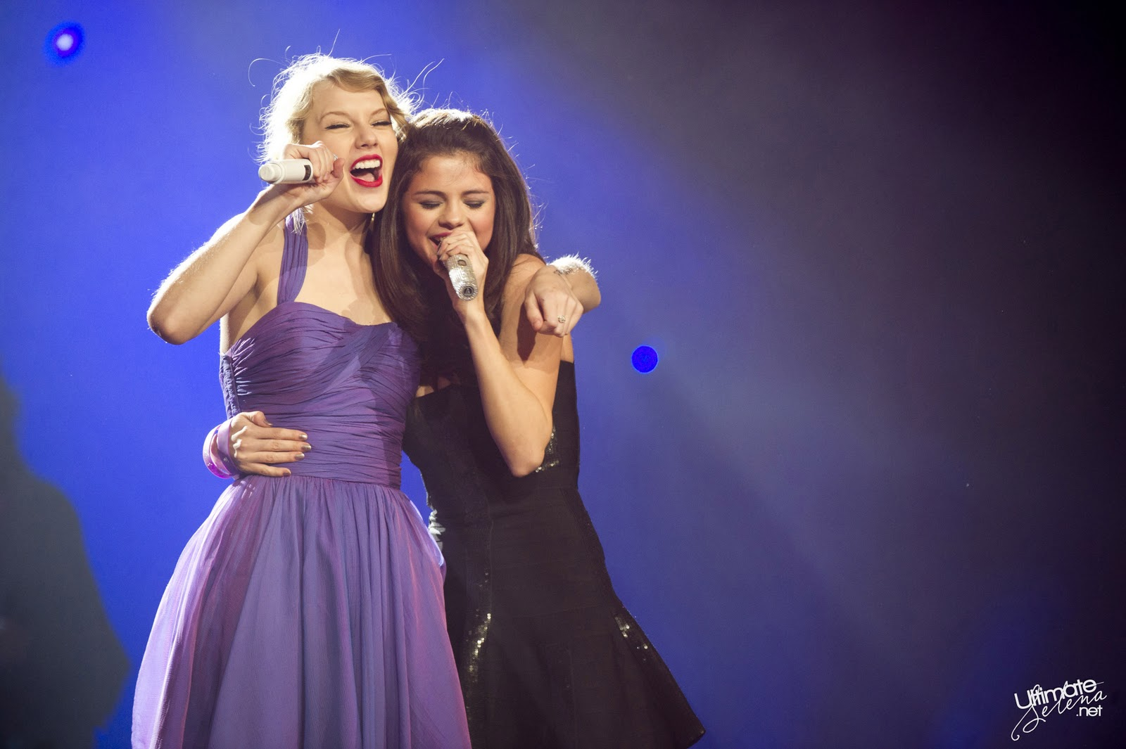 Selena Gomez Performing Who Says At Taylor Swift S Concert New York 11 22 11