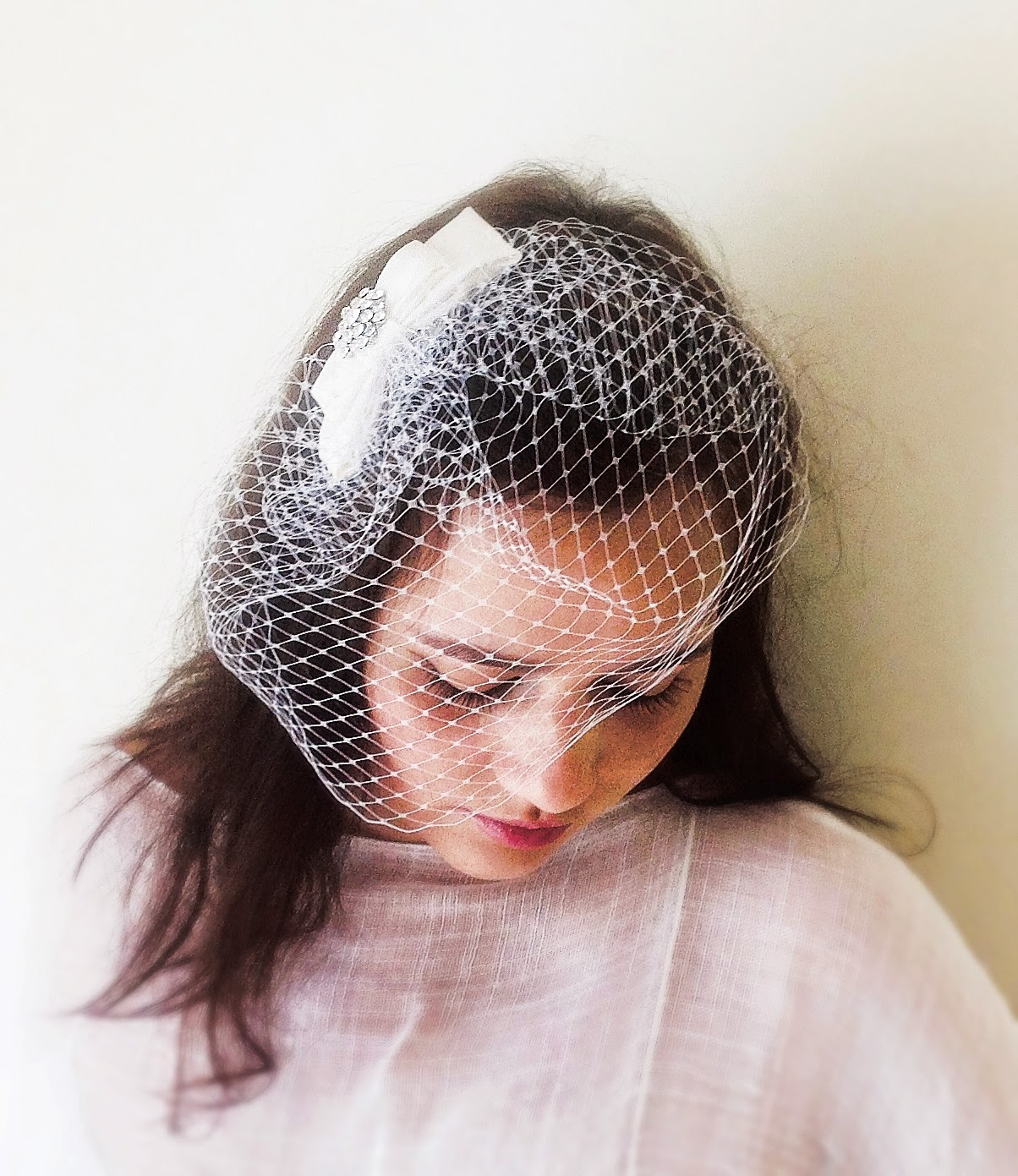 Birdcage veil with double ribbon
