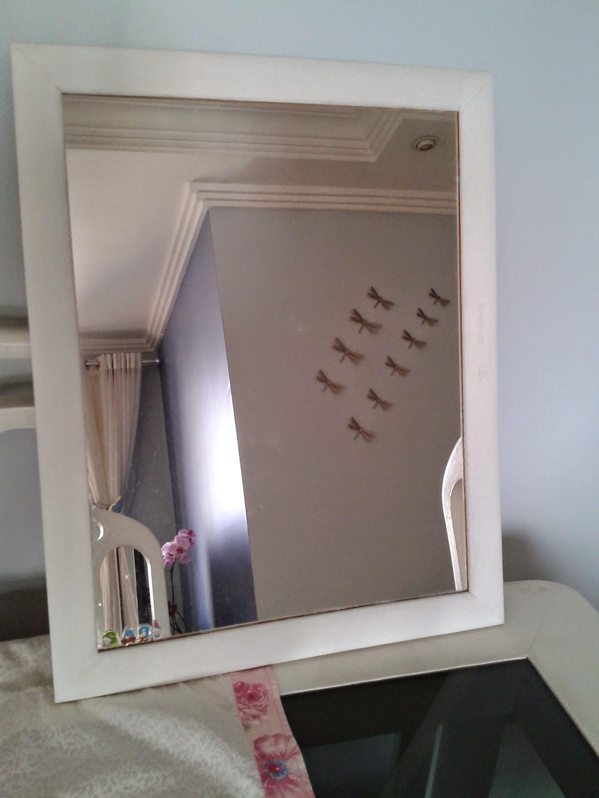 Blá Blá Blá da Rô Moldura de espelho customizada com flores de papel -> Banheiro Feminino Bla Bla Bla