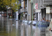 BAJO AGUA - LA PLATA. Etiquetas: MAS QUE 100 PALABRAS la plata inundacion