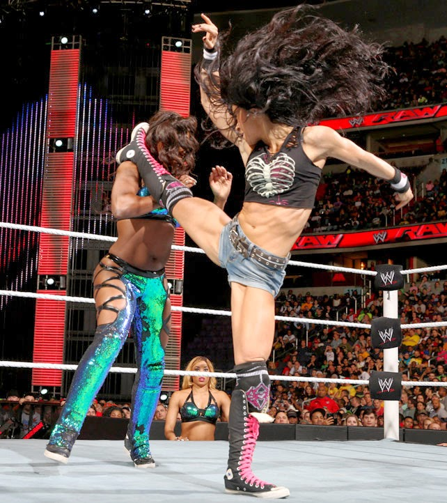 AJ, AJ Lee, Naomi, WWE Raw, WWE Monday Night Raw, wwe wrestling