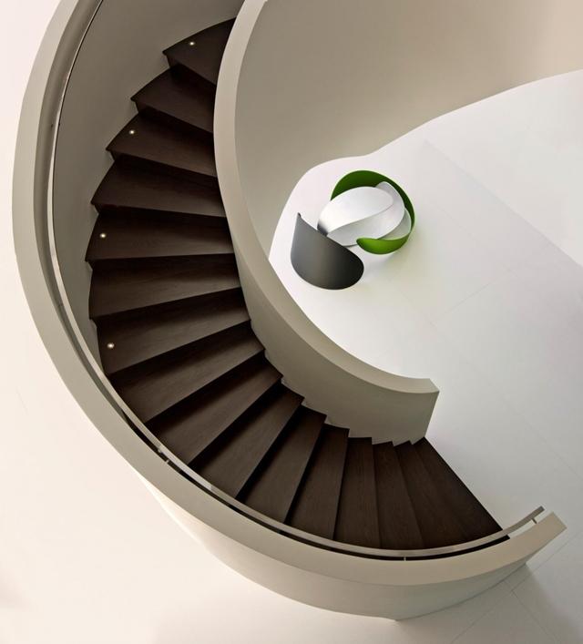 Minimal circular staircase