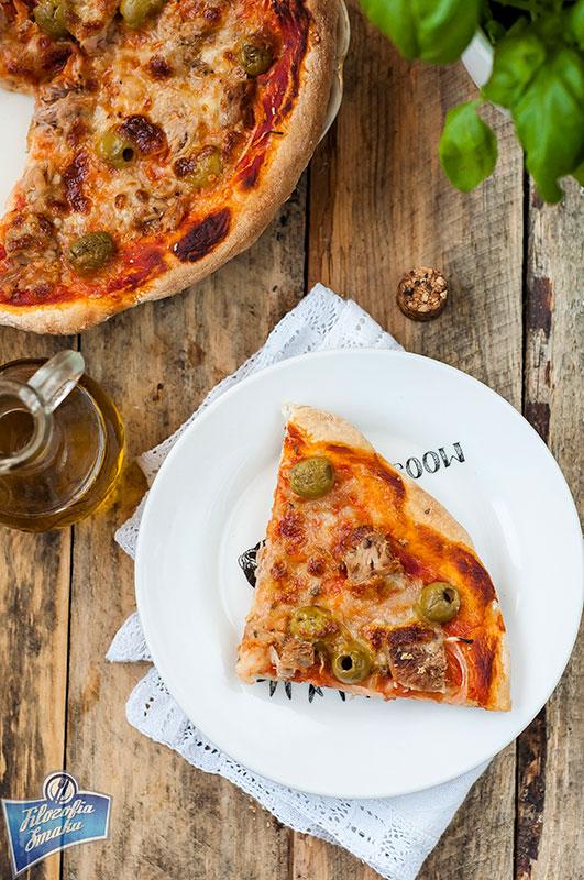 Pizza z oliwkami przepis