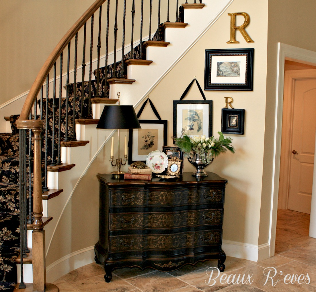 Foyer Staircase Quest : Beaux r eves entry vignette a balanced look