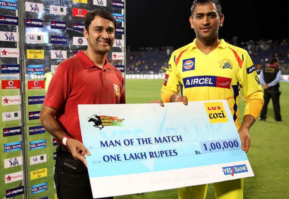 MS-Dhoni-Man-of-the-Match-PWI-vs-CSK-IPL-2013