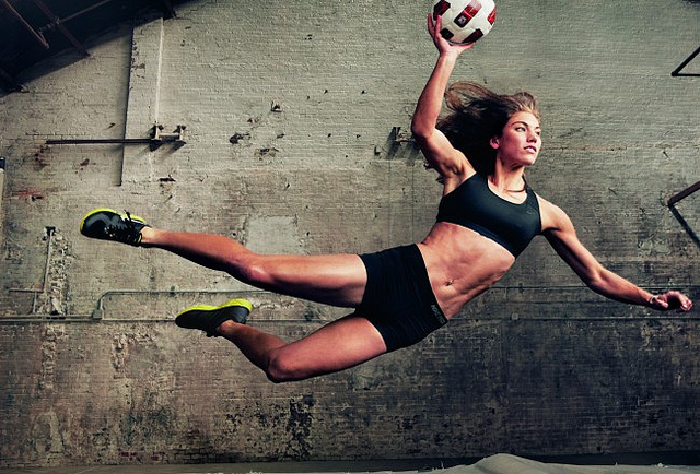http://1.bp.blogspot.com/-LnUa_HZe-Bw/Tf7jcafYUbI/AAAAAAAABDY/UPjmQeVFWAs/s1600/US-Goalkeeper-Hope-Solo-in-Nike-Make-Yourself-campaign.jpg