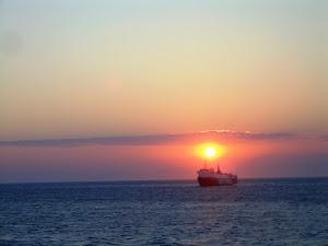 Όσο ο Ήλιος θα ανατέλλει, η Ελπίδα θα καίει στις καρδιές των Ανθρώπων...