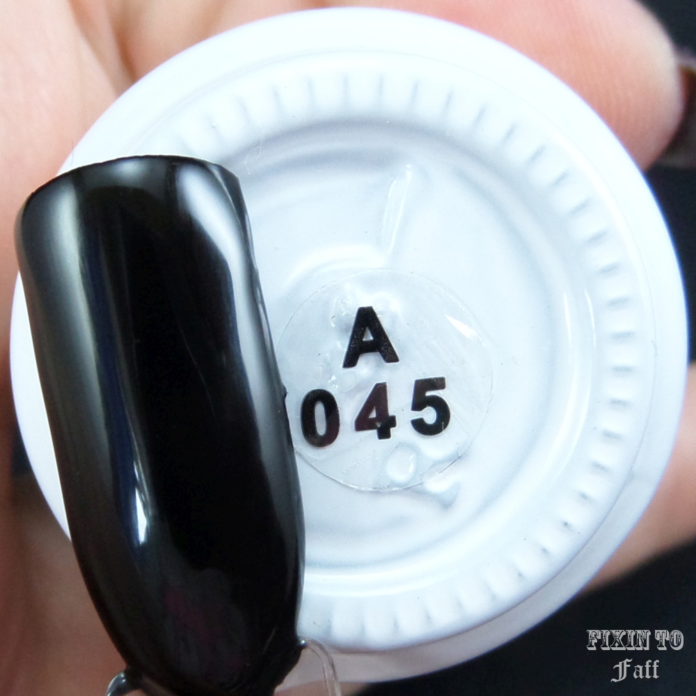 Swatch and review of Yichen UV Soak-Off Gel Polish A045 black