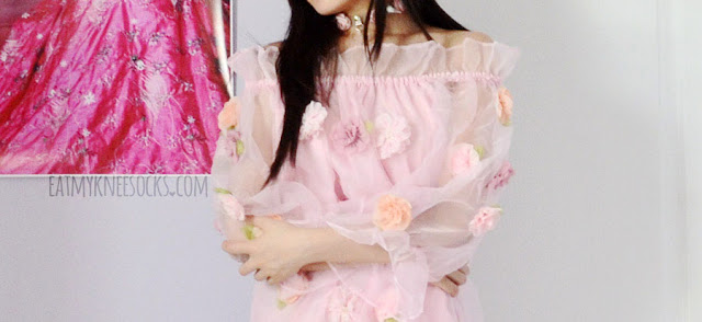 Romwe's boat neck floral applique organza dress is super popular in Japan and China, with its gyaru-esque style and sweet, girly vibes.