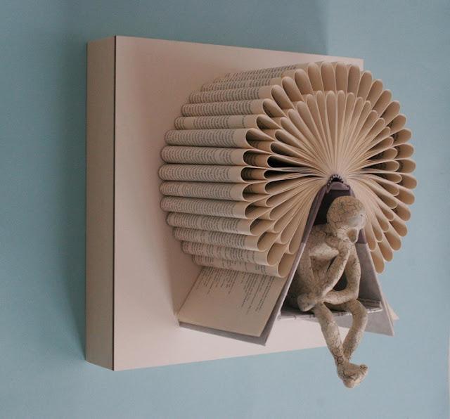 Esculturas com livros e argila por Daniel Lai