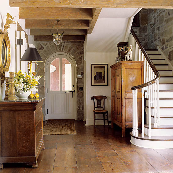 Old House Foyer : Keltainen talo rannalla vanhaa tunnelmaa