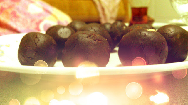 """<img src=""""Resim Url"""" alt=""""çikolatalı-lezzet-topları"""" />"""