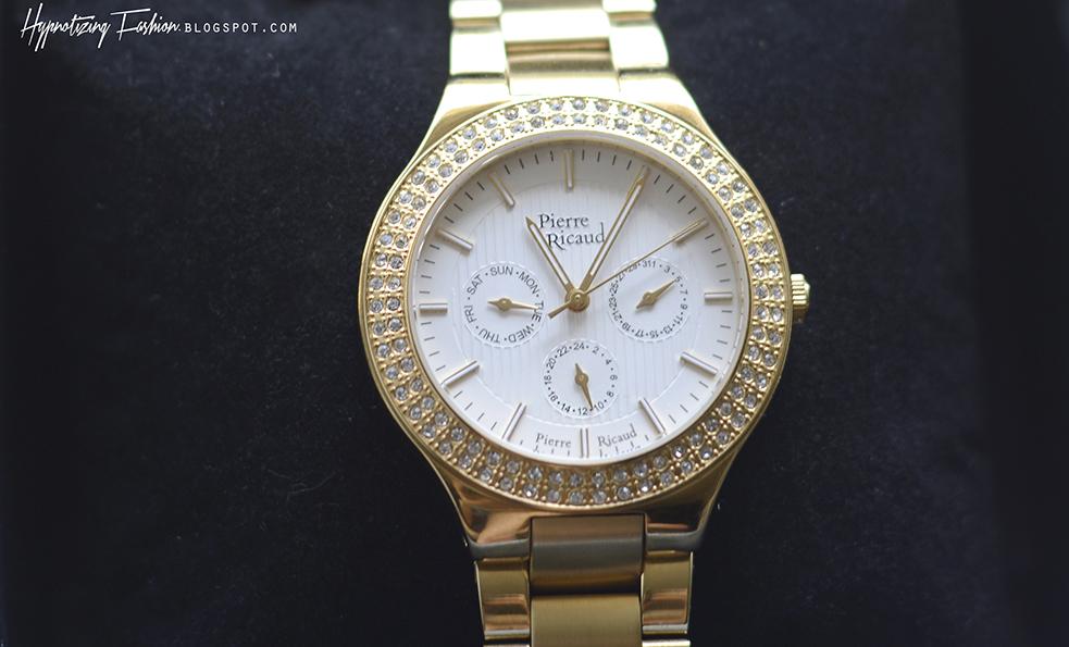 elegancki złoty zegarek na prezent