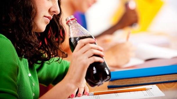 Beber refrigerantes pode fazer envelhecer, afirma pesquisa
