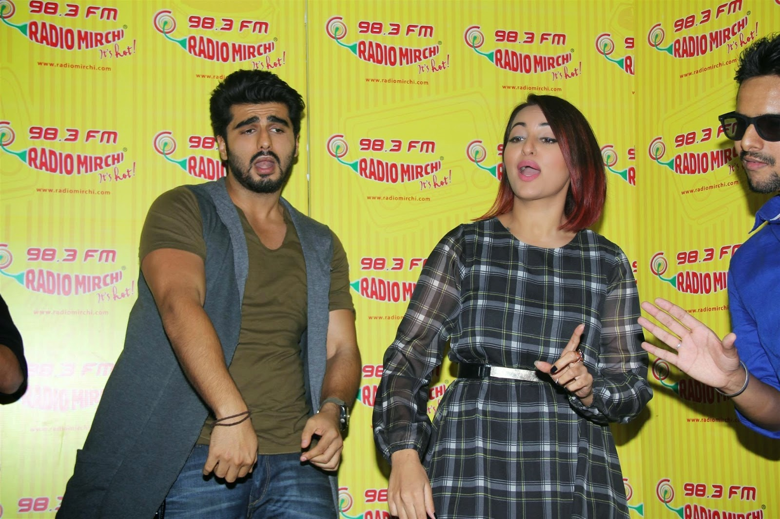 Sonakshi Sinha Arjun Kapoor at Tevar Movie Promotions