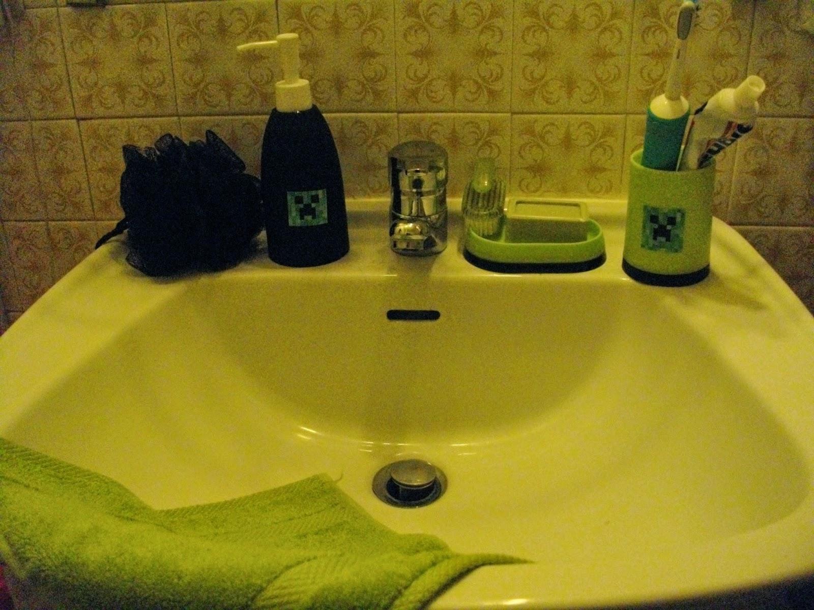 Do it scrap 39 yourself by caty pr paratifs d 39 anniversaire on remet a avec minecraft - Une araignee dans la salle de bain ...