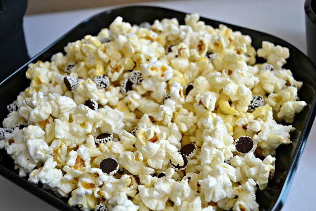 Mommy Testers #JT2020 black and white party food popcorn for 20/20 Experience Album Release Party #cbias