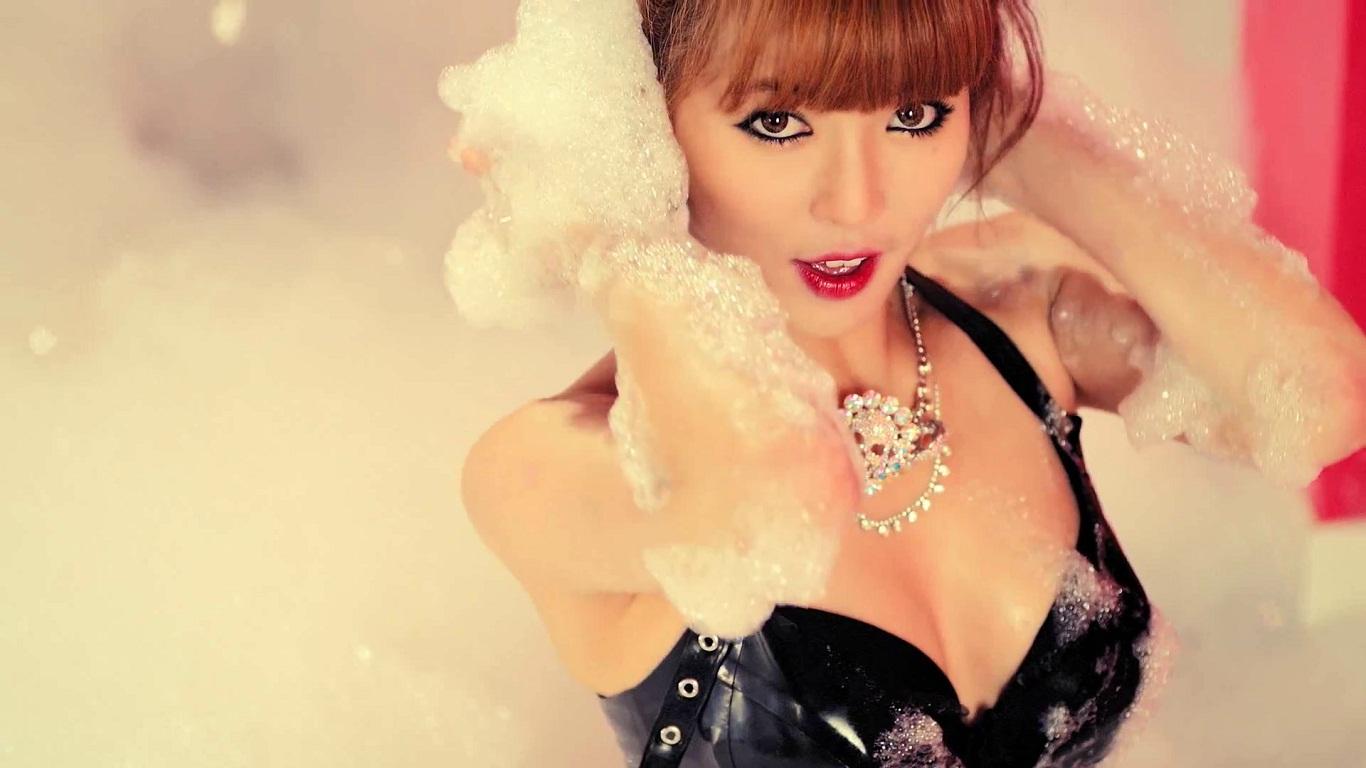 http://1.bp.blogspot.com/-LoiimhwinPU/UIsu1XsQrLI/AAAAAAAAN5s/ezwbEUyQh7M/s1600/HyunA+Ice+Cream+Wallpaper.jpg