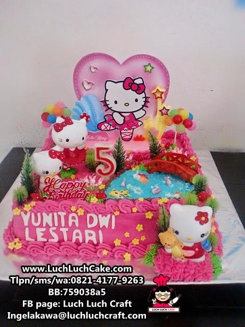 Kue Tart Hello Kitty Buttercream dengan Boneka Daerah Surabaya - Sidoarjo