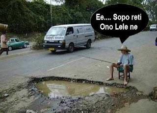 foto lucu mancing di jalan