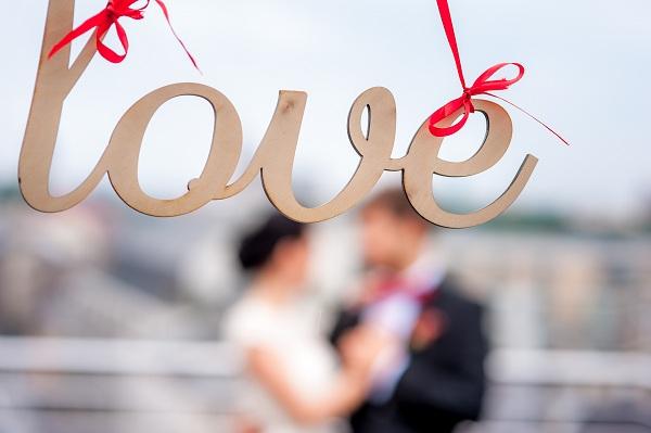Czerwona dekoracja ślubna LOVE