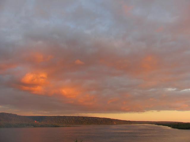 Вечер на реке Томь. Река и небо