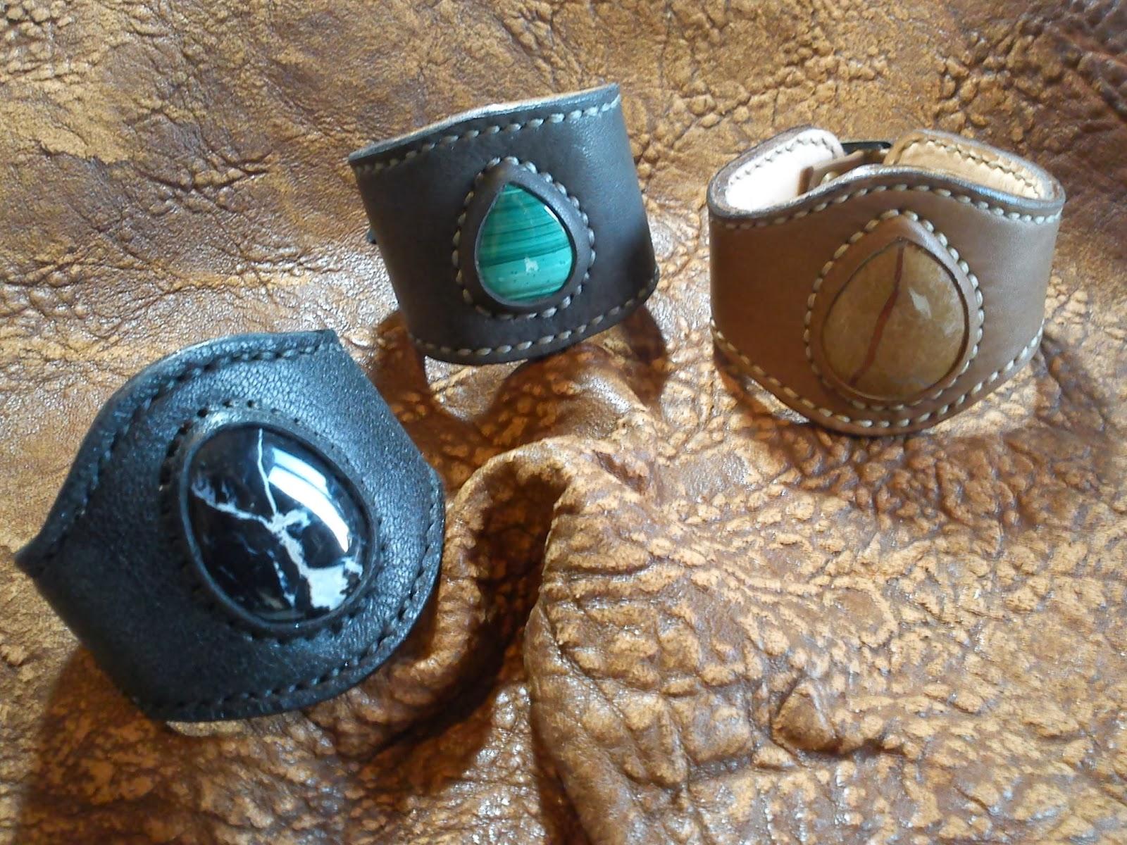 http://accessoires-cortana.blogspot.fr/p/les-bracelets-manchettes-cuir-et.html