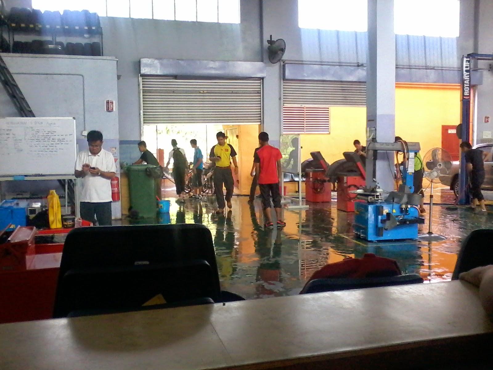 Gotong royong Kolej Komuniti Tawau