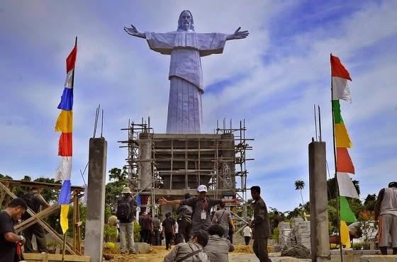 patung Yesus raksasa di Papua