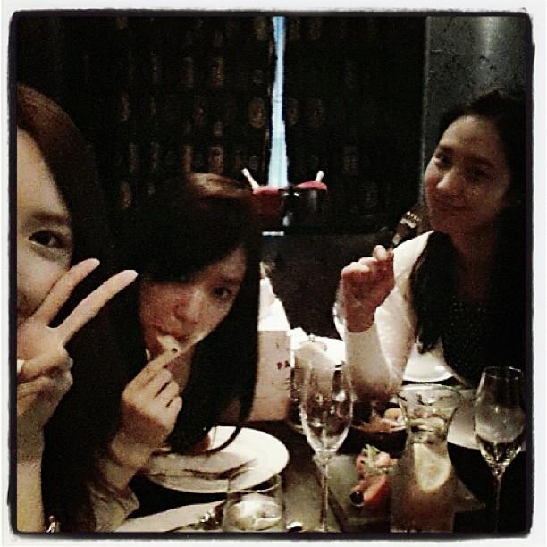 [ NEWS]  Yoona celebra su cumpleaños  130529%252Btaeyeon%252Binstagram5