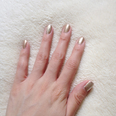 Gold sparkle, sparkly, glitter, nails, nail polish, lacquer, Milani Gilded Rocks