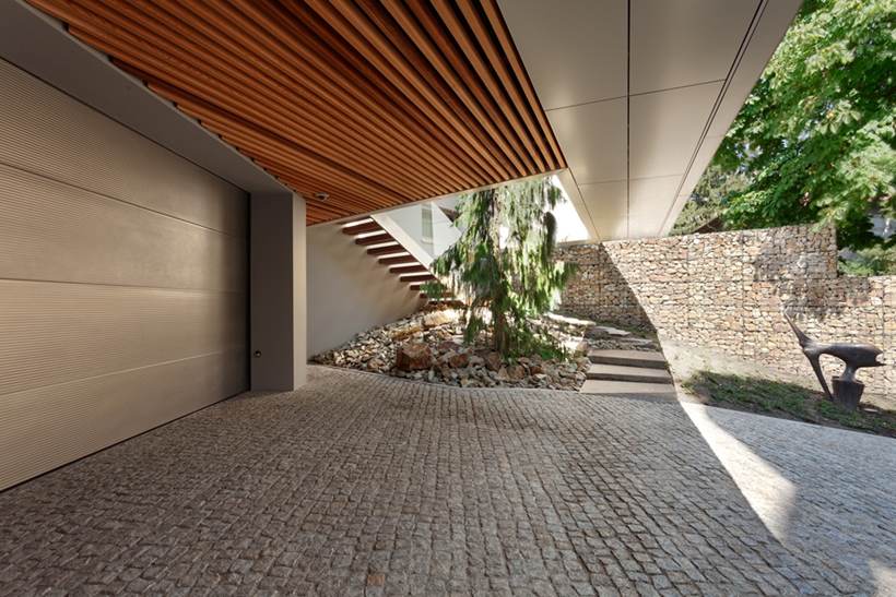 Driveway of Ultra Modern House by architekti.sk, Slovakia