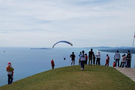 Bukit Langkisau - Tempatnya Penggemar Wisata Alam dan Paralayang