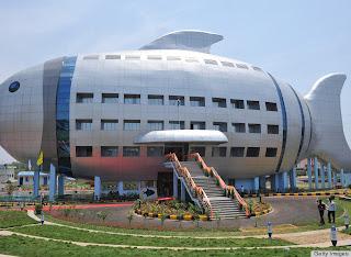 edificio de oficinas en forma de pescado
