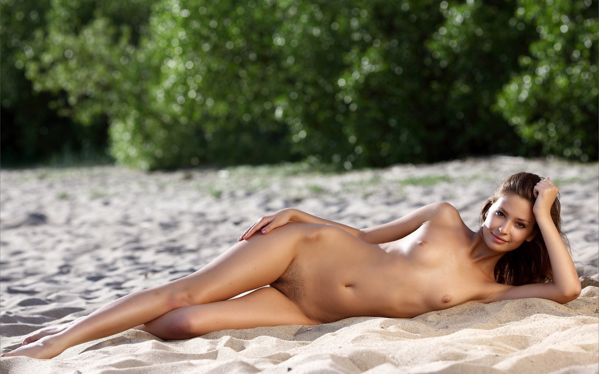 Эротика фото на пляжу 13 фотография