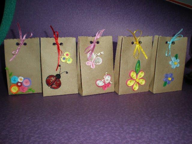 Manualidadesaby bolsas decoradas con detalles de filigrana - Como hacer bolsas de regalo ...