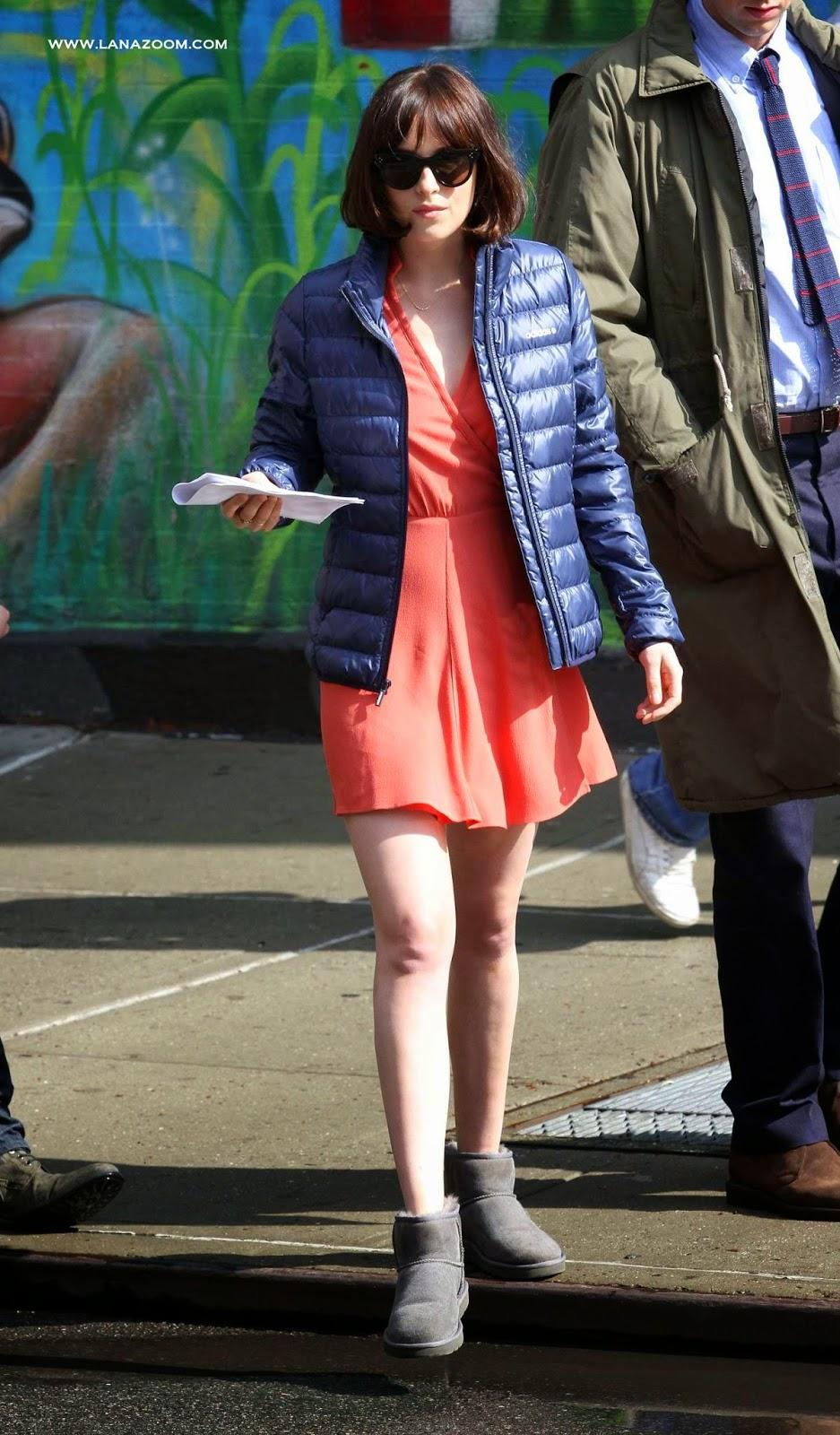 داكوتا جونسون خلال تصوير فيلم How To Be Single في مدينة نيويورك