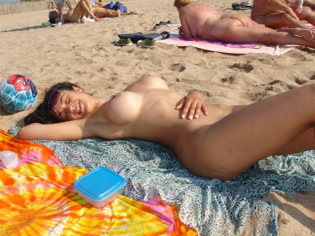 голые женщины фото видео на пляжах