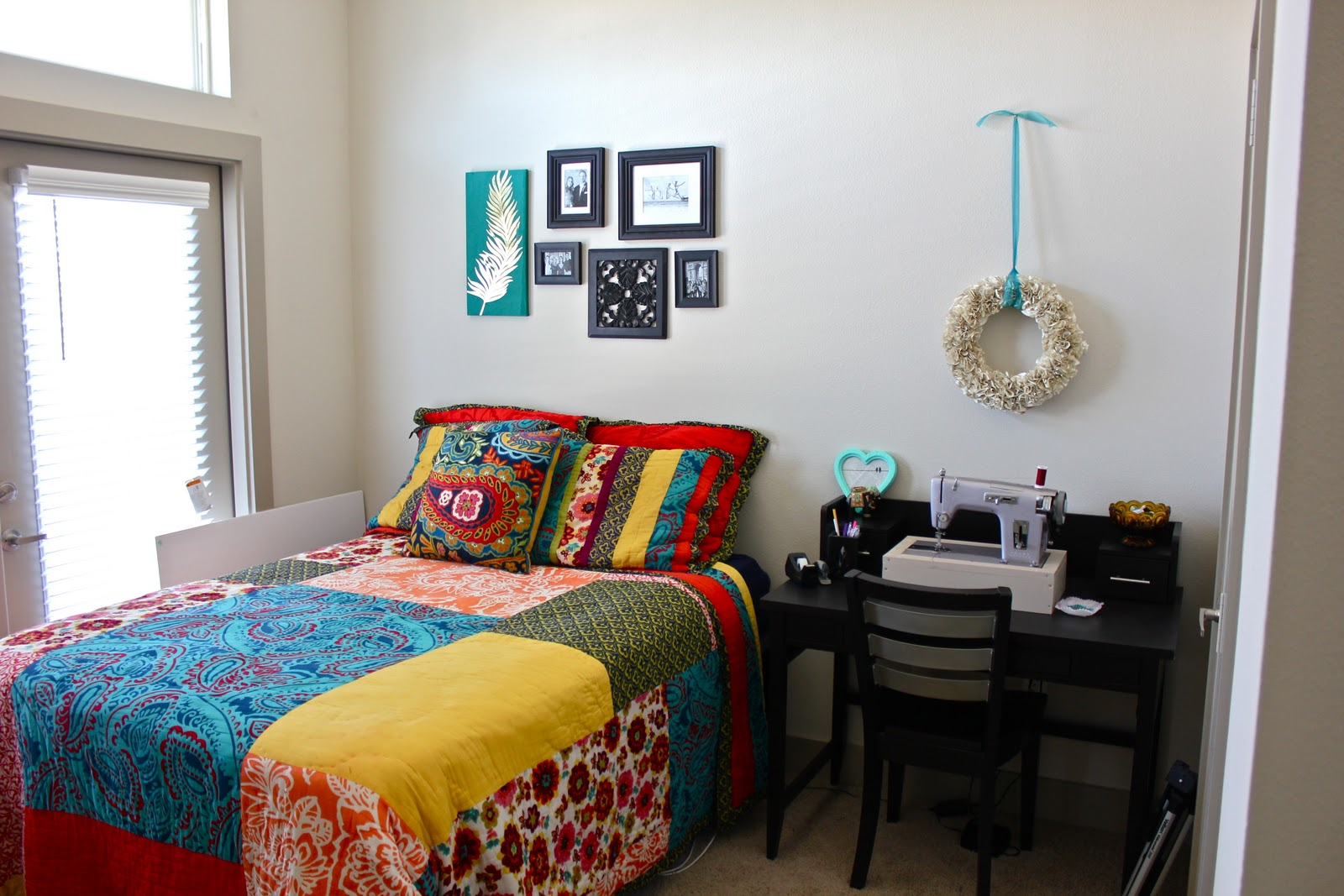 Simple apartment bedroom - College Apartment Bedroom Sweet Verbena Craft Space Tour