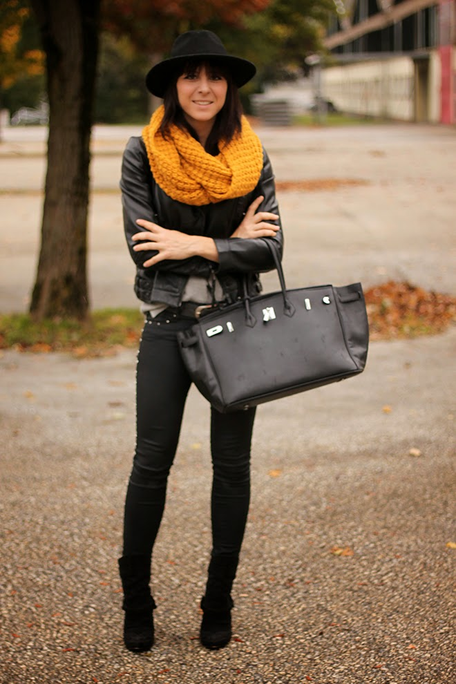 outfit-trend-fashionblogger-ernstingsfamily-senfgelb-mustard-loopscarf-schlauchschal-hm-humanic-boots-samedelmann-lederjacke-zara-hermes-shopper